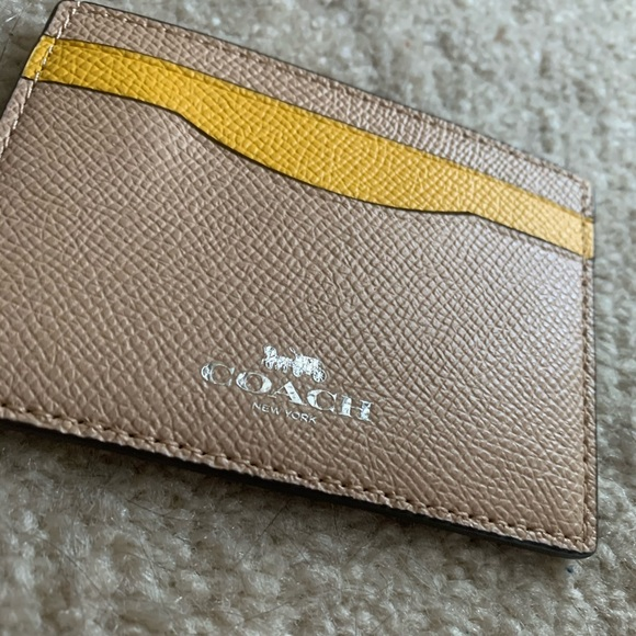 💕Coach Yellow Card Holder